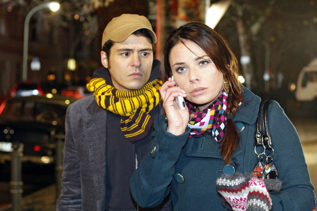 Paloma gibt Armin einen Korb. v.l.n.r.: Maik (Sebastian König), Paloma (Maja Maneiro) - Bildquelle: Noreen Flynn Sat.1