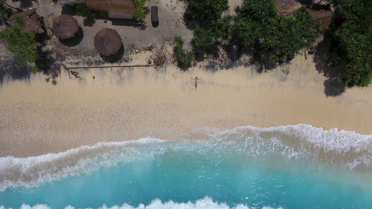 Der Atuh Beach auf Bali ist weitläufig, ruhig und umrandet von türkisblauem Wasser: ein wahres Paradies! - Bildquelle: 2017,The Travel Channel, L.L.C. All Rights Reserved