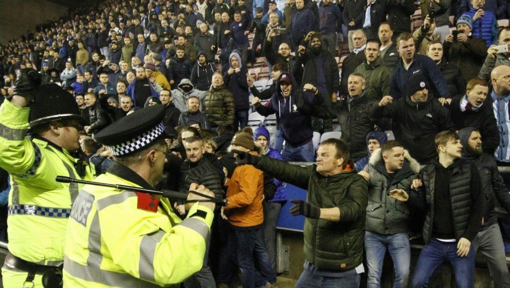 Hooligans dürfen nicht aus England ausreisen - Bildquelle: PIXATHLONPIXATHLONSID