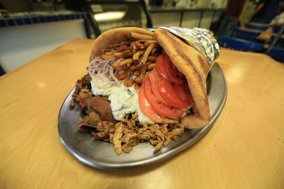 """Im """"Greek Village Grille"""" wird ein Gericht für die Götter serviert: Das Olymp-Gyros enthält Lamm, Rind, Hühnchen und Schwein ... - Bildquelle: 2017,Television Food Network, G.P. All Rights Reserved."""