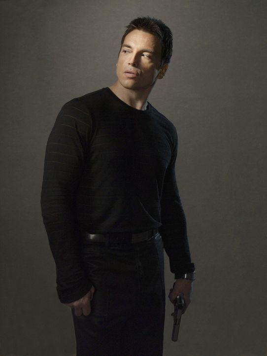 Gauner Chris (Jason Gedrick) sucht für seinen Schutz einen starken Mann und gerät ausgerechnet an einen FBI Ermittler ... - Bildquelle: Sony 2007 CPT Holdings, Inc.  All Rights Reserved.