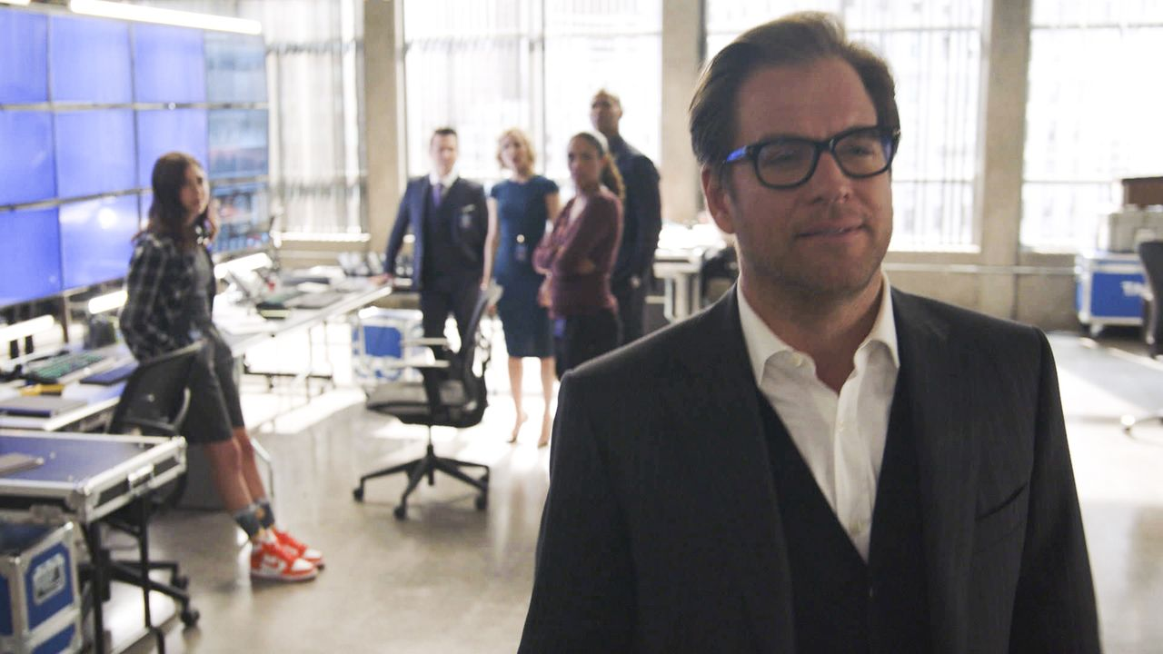Auf sein Team ist immer Verlass: Bull (Michael Weatherly, r.) und (v.l.n.r.) Cable McCrory (Annabelle Attanasio), Benny Colon (Freddy Rodriguez), Ma... - Bildquelle: 2016 CBS Broadcasting, Inc. All Rights Reserved.