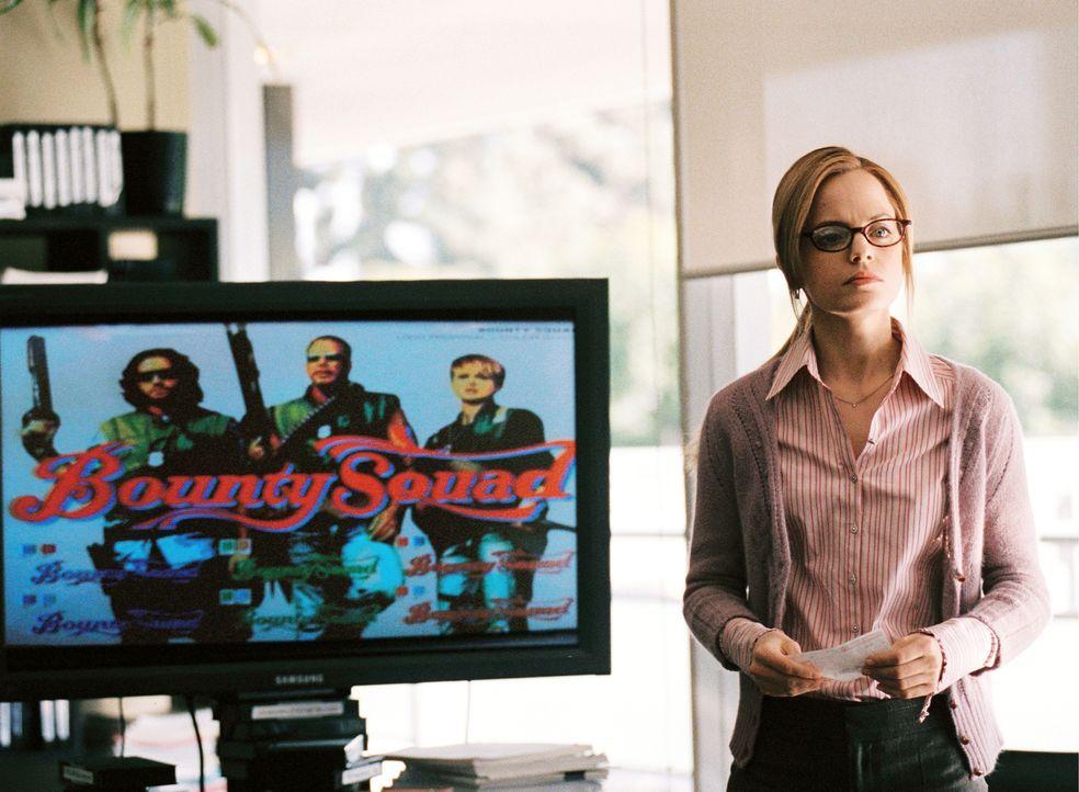 Kimmie (Mena Suvari), Mitarbeiterin einer Produktionsfirma, bietet den drei Kopfgeldjägern eine eigene Realityshow an ... - Bildquelle: Constantin Film