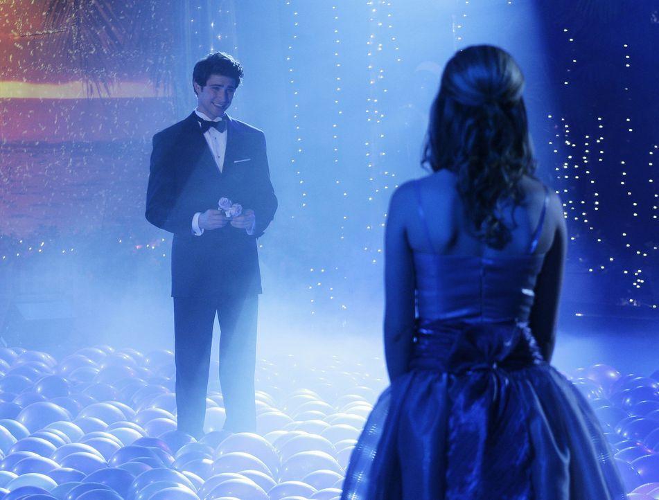 Ihr Glück könnte nicht perfekter sein: Amanda (Kirsten Prout, r.) und Kyle (Matt Dallas, l.) gestehen sich ihre Liebe ... - Bildquelle: TOUCHSTONE TELEVISION