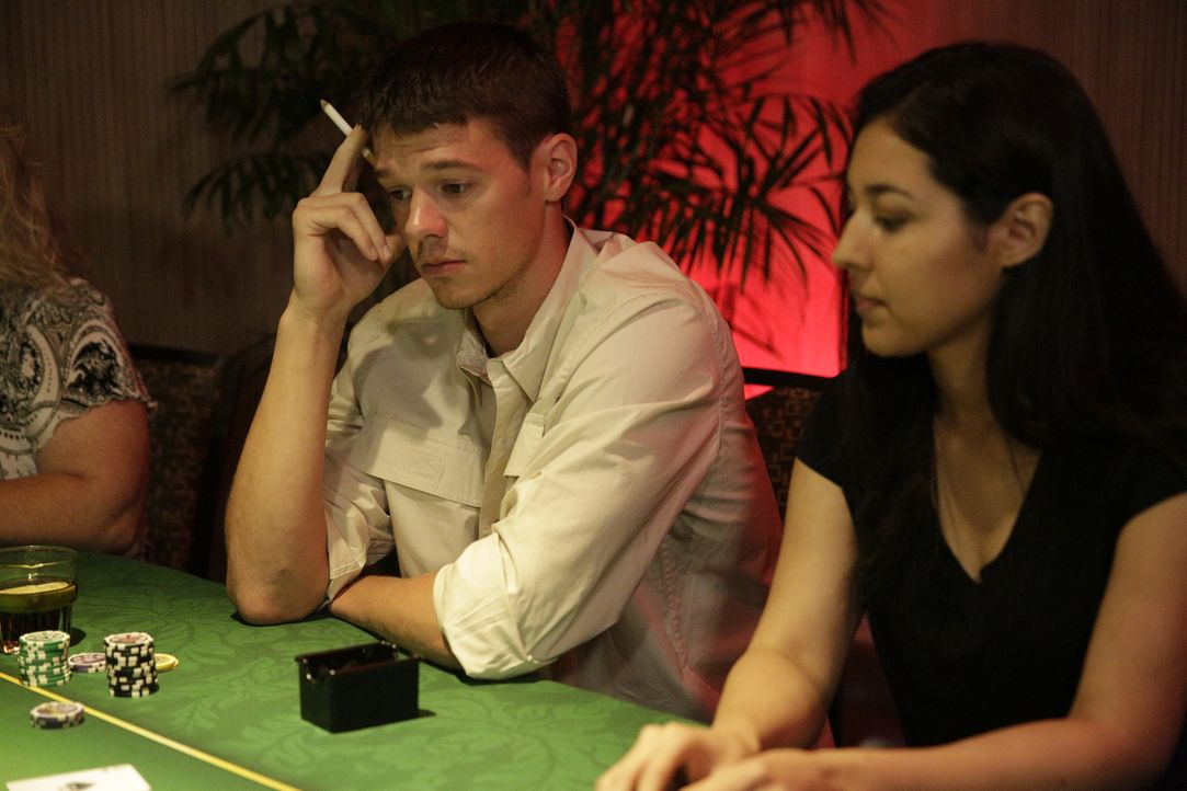 Der Serienmörder und sein zweites Opfer: In einem Casino in Peru lernt Joran van der Sloot (l.) Stephany Flores (r.) kennen und tötet sie in seinem... - Bildquelle: 2015 AMS Pictures All Rights Reserved