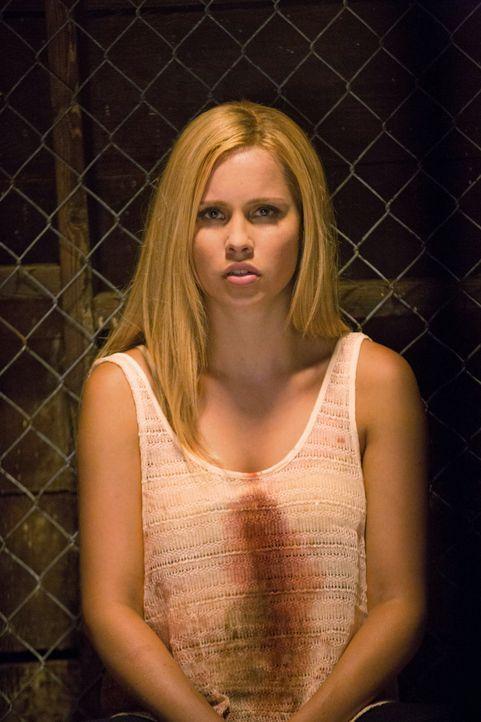 Rebekah ist verletzt - Bildquelle: © Warner Bros. Entertainment Inc.