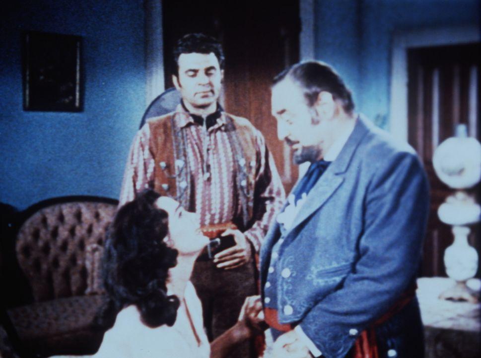 Isabella (Patricia Medina, l.) fleht ihren Vater (Sebastian Cabot, r.) an, Sanchez (Paul Picerni, M.) nicht auszuschicken, um die Siedler zu beseiti... - Bildquelle: Paramount Pictures