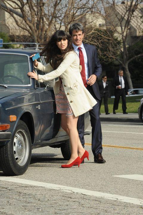 Bei einer Autopanne erweist sich Russell (Dermot Mulroney, r.) für Jess (Zooey Deschanel, l.) als Retter in der Not ... - Bildquelle: 20th Century Fox