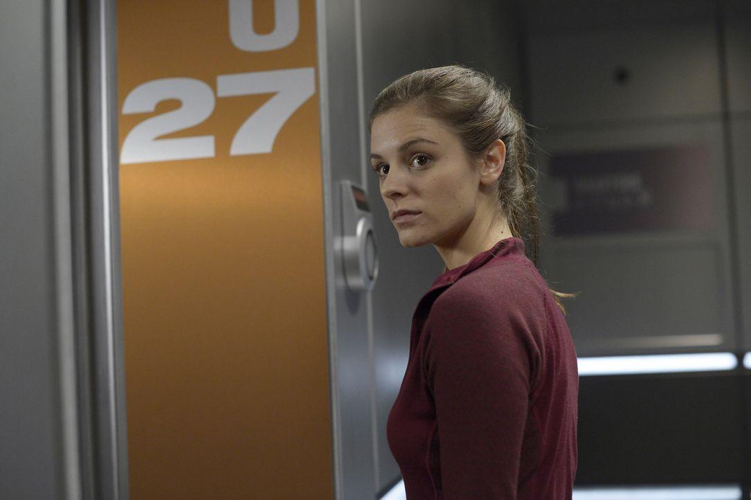 Als Alan erkennt, dass Sarah (Jordan Hayes) high ist, ist er bitter enttäuscht. Es scheinen wirklich alle gegen ihn zu arbeiten ... - Bildquelle: 2014 Sony Pictures Television Inc. All Rights Reserved.
