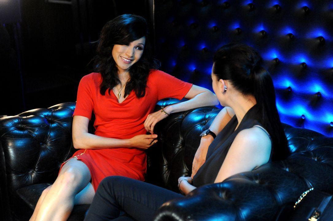 Erica (l.) ist lesbisch, fand bisher aber nicht den Mut, sich vor ihrer traditionellen chinesischen Familie zu outen ...