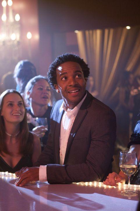Während sich Ben mit einer Ex-Freundin trifft, versucht Julian (Andre Holland), eine neue Freundin für seine einsame lesbische Mutter zu finden ... - Bildquelle: NBC Universal, Inc.