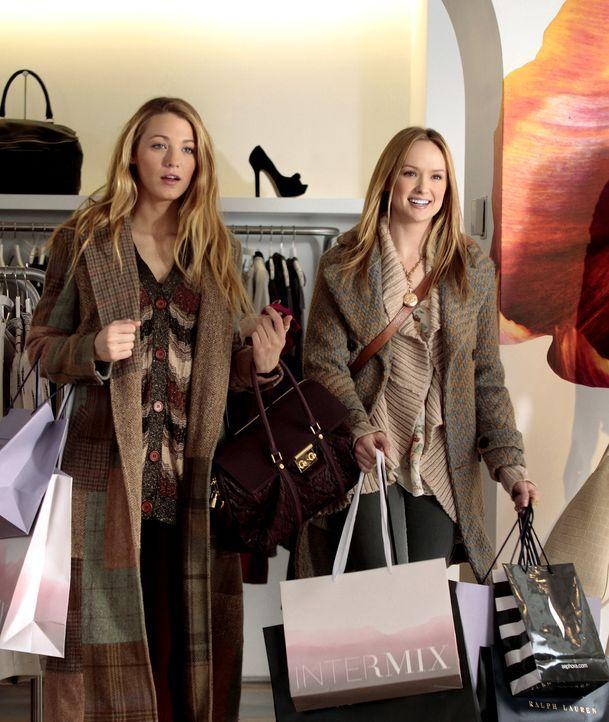 Verbringen gemeinsame Zeit: Charlie (Kaylee DeFer, r.) und Serena (Blake Lively, l.) ... - Bildquelle: Warner Bros. Television