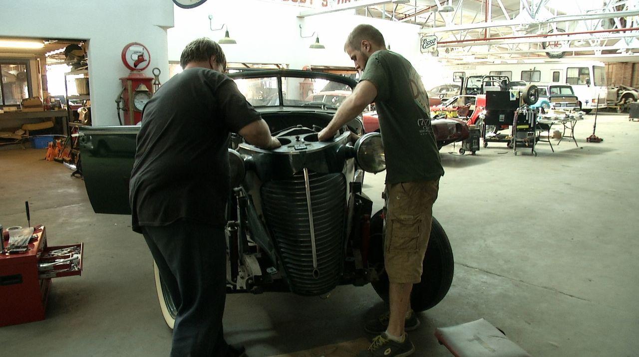 Tagelang feilen die Mechaniker von Fantomworks an dem Hudson Coupe-Convertible, um ihn in den Originalzustand von 1939 zu bringen ... Doch wird ihne... - Bildquelle: New Dominion Pictures LLC.