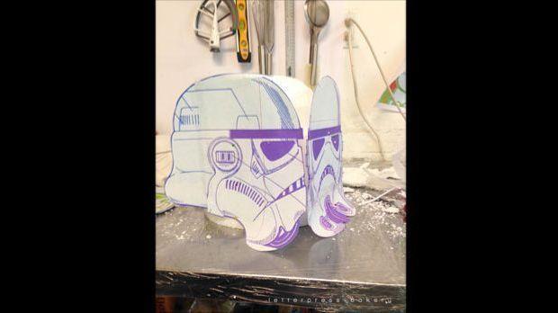 Schablone für die Maske des Homer-Simpson-Stormtrooper-Kuchens der Letterpres...