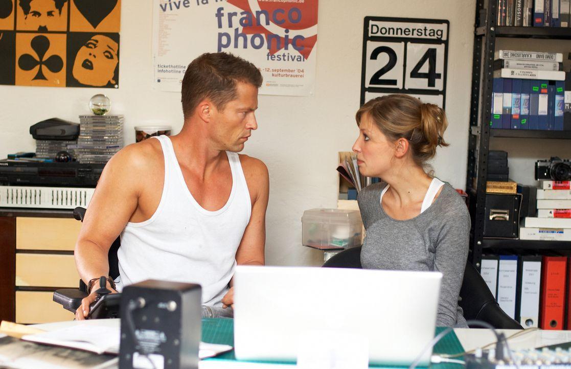 Als sich Fred (Til Schweiger, l.) in die Jungregisseurin Denise (Alexandra Maria Lara, r.) verliebt, droht sein ganzes Lügengebäude einzustürzen ...