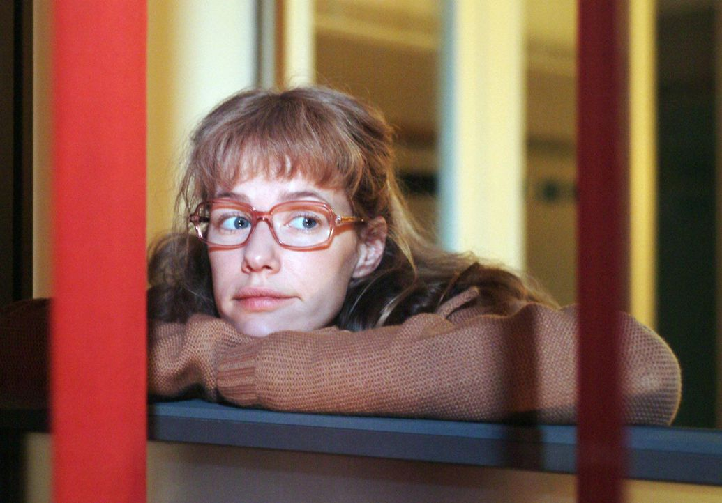 """Lisa (Alexandra Neldel) ist nachdenklich geworden und fasst den Entschluss, ihre Hoffnung in Sachen David endgültig zu begraben. (Dieses Foto von Alexandra Neldel darf nur in Zusammenhang mit der Berichterstattung über die Serie """"Verliebt in Berlin"""" veröffentlicht und verbreitet werden.)"""