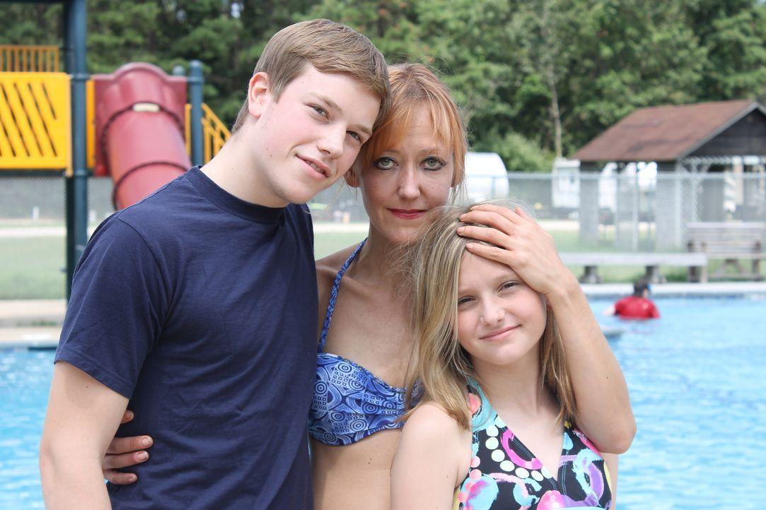 Deborah (M.) versucht, sich zusammen mit ihren Kindern ein neues Leben aufzubauen, doch ihr Ex-Mann will sie einfach nicht gehen lassen ... - Bildquelle: Atlas Media Corp.