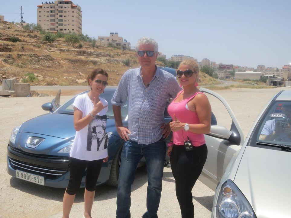 Anthony Bourdain (M.) besucht Israel, die West Bank und den Gazastreifen um zu erfahren, wie die Menschen dort mit der angespannten politischen Situ... - Bildquelle: 2013 Cable News Network, Inc. A TimeWarner Company. All rights reserved.