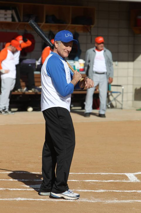 Hat mit Softball eigentlich nichts am Hut: Simon (Robin Williams) .... - Bildquelle: 2013 Twentieth Century Fox Film Corporation. All rights reserved.