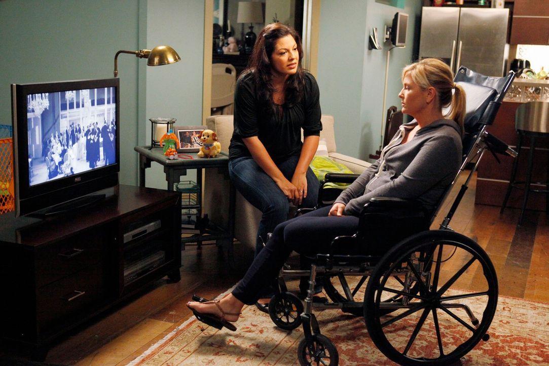 Während es zwischen Jackson und April zu Spannungen kommt, als sie an einem gemeinsamen Fall arbeiten, müssen Callie (Sara Ramirez, l.) und Arizona... - Bildquelle: ABC Studios