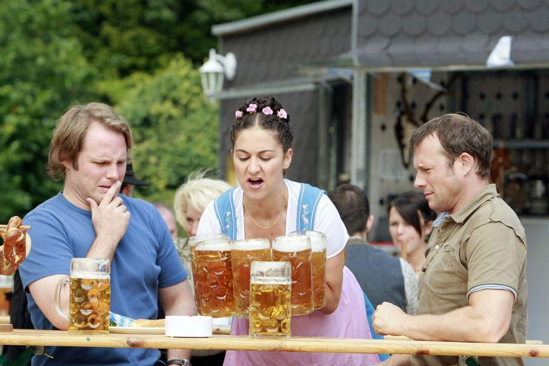Was gibt es Schöneres, als bei strahlendem Sonnenschein im Biergarten zu entspannen. Ein kühles Blondes, dazu ein kleiner Snack und der Tag wird gut... - Bildquelle: Guido Engels Sat.1