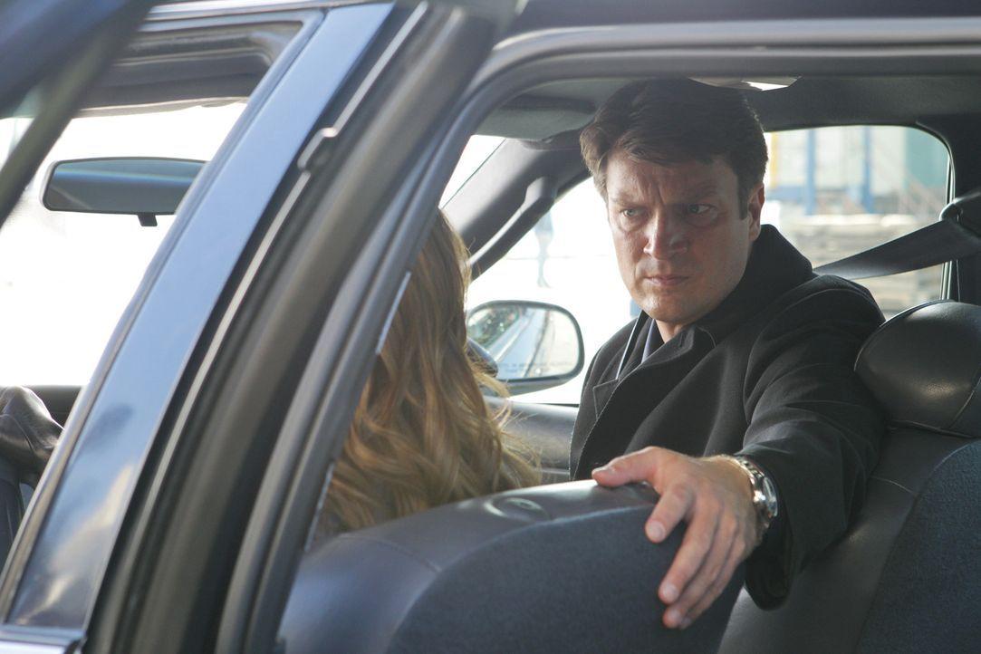 Beckett (Stana Katic, l.) und Castle (Nathan Fillion, r.) sind auf der Jagd nach einem eiskalten und skrupellosen Mörder, der sich nicht mal aus der... - Bildquelle: 2012 American Broadcasting Companies, Inc. All rights reserved.