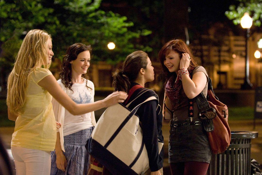 Erleben einen aufregenden Sommer: Lena (Alexis Bledel, 2.v.l.), Carmen (America Ferrera, 2.v.r.), Tibby (Amber Tamblyn, r.) und Bridget (Blake Livel... - Bildquelle: Warner Bros. Television