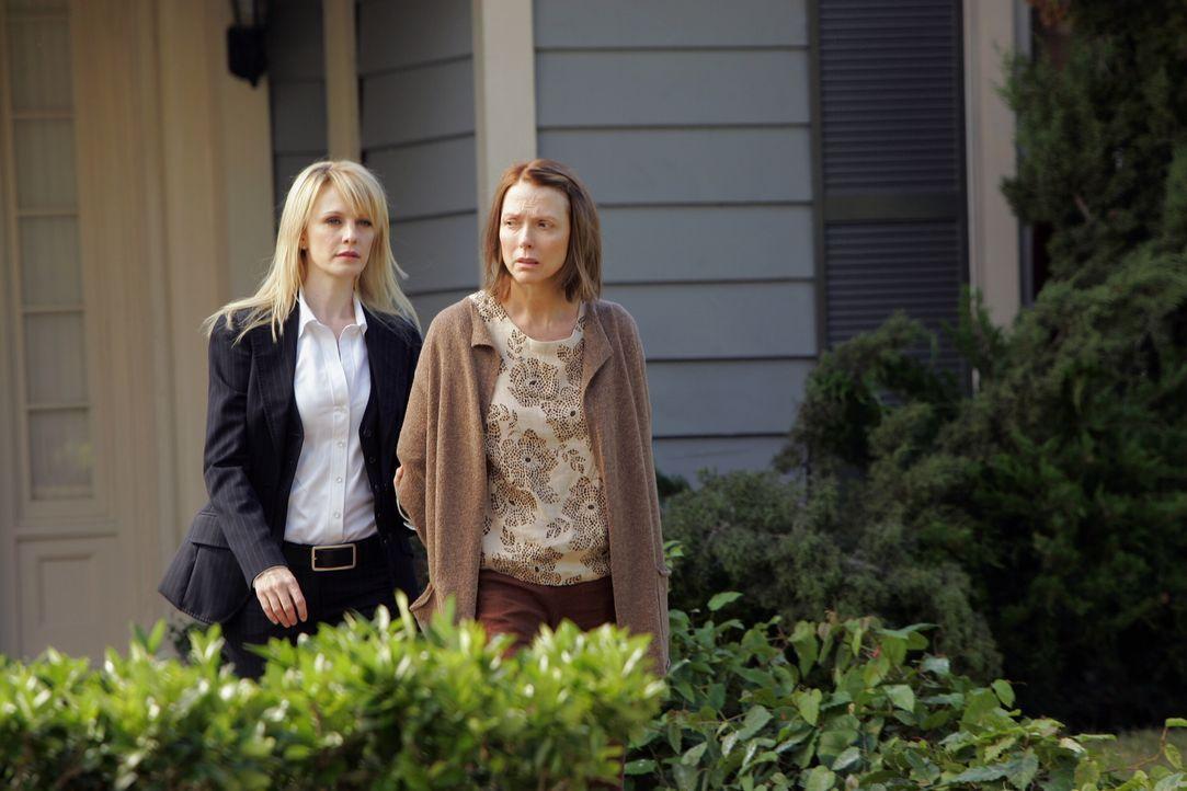 Lilly Rush (Kathryn Morris, l.) hat Molly Felice (Susan Blakely, r.) entlarvt ... - Bildquelle: Warner Bros. Television