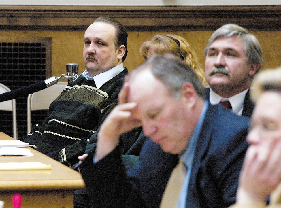 Vor Gericht wird klar, dass der bereits vorbestrafte Pädophile Nathaniel Bar-Jonah (l.), die getöteten Kinder gekocht und gegessen hat ...