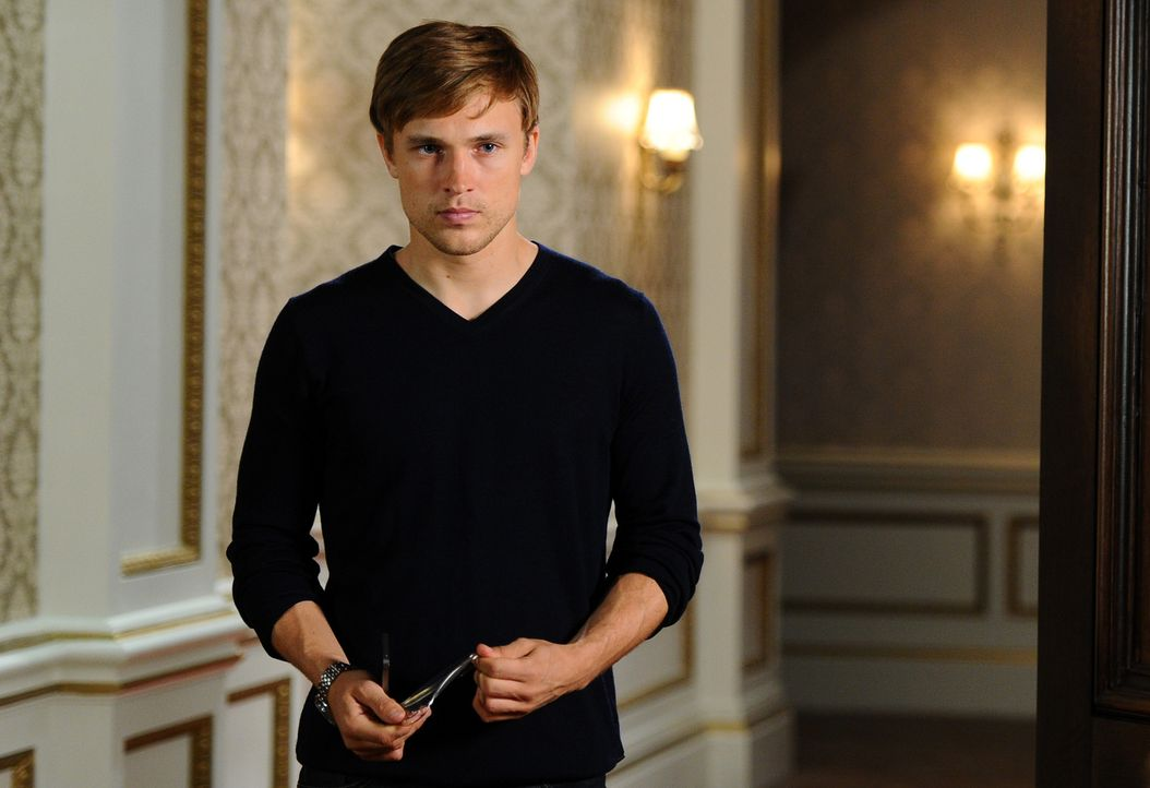 Konnte gerade noch einer Katastrophe entkommen: Prinz Liam (William Moseley) .. - Bildquelle: Stuart Wilson 2014 E! Entertainment Media LLC/Lions Gate Television Inc.