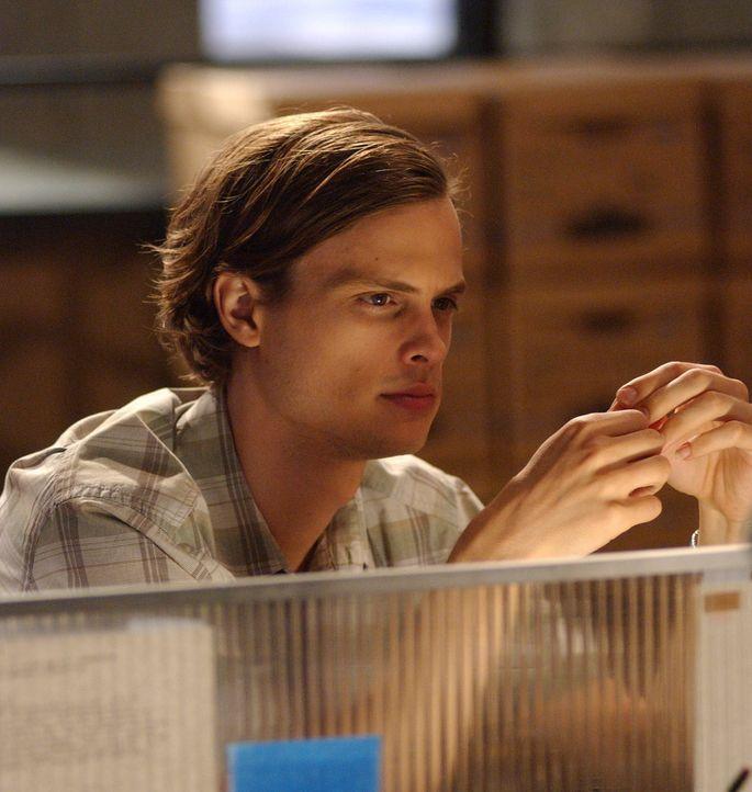 Der kluge Kopf des Teams, Dr. Spencer Reid (Matthew Gray Gubler), entdeckt, dass der Brandstifter unter einer Zwangsneurose leidet und alles in... - Bildquelle: Touchstone Television