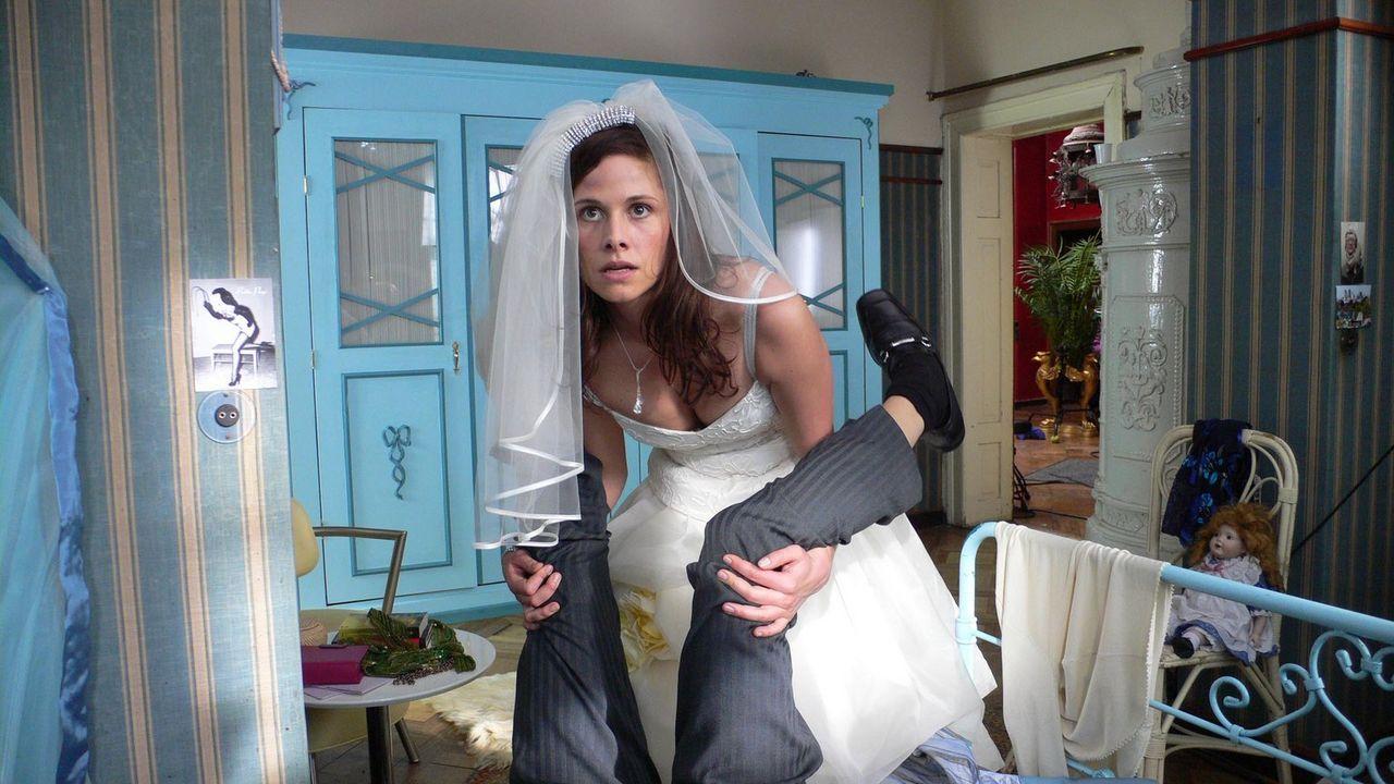 Noch ahnt die Braut (Ellenie Salvo Gonzáles) nicht, dass ihr französischer Ausrutscher sie teuer zu stehen kommt ... - Bildquelle: ProSieben