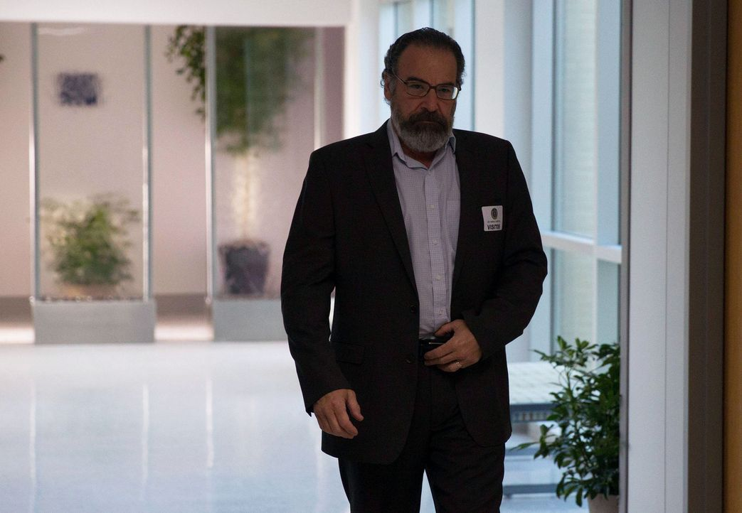 Saul (Mandy Patinkin) muss mehr Zeit gewinnen, um seinen Plan durchführen zu können. Da trifft es sich gut, dass er plötzlich einen Trumpf zugespiel... - Bildquelle: 2013 Twentieth Century Fox Film Corporation. All rights reserved.