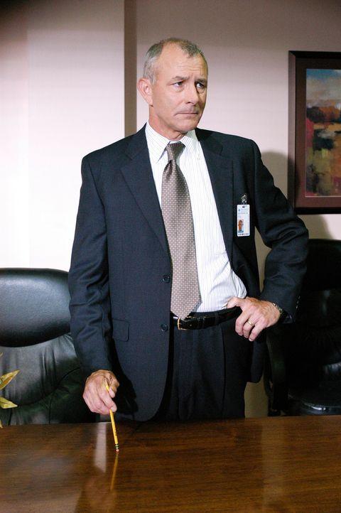 Hat Dr. Erstadt (Tim Halligan) etwas mit den Taten zu tun? - Bildquelle: Gale Adler Touchstone Television