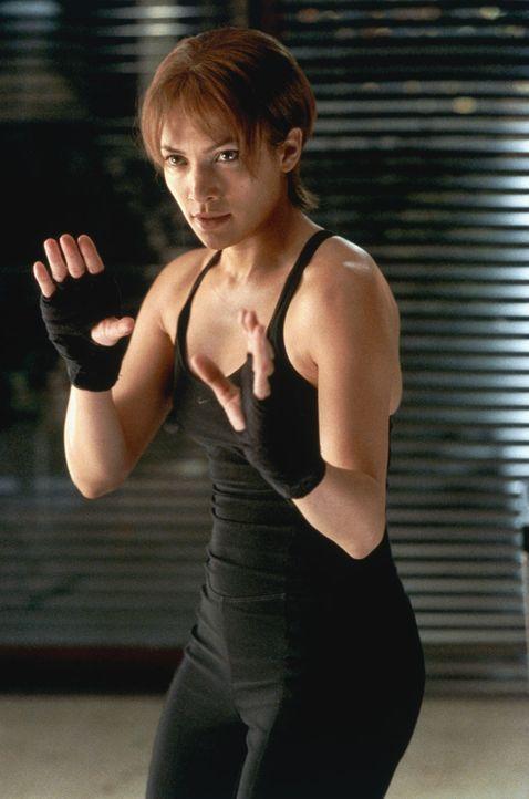 Um sich vor ihrem Mann Mitch zu schützen, trainiert Slim (Jennifer Lopez) verbissen ... - Bildquelle: 2003 Sony Pictures Television International
