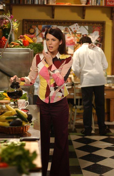 Kann nicht fassen, dass Sookie trotz Mutterschutz jeden Schritt in der Küche des Dragonfly Inns kontrolliert: Lorelai (Lauren Graham) ... - Bildquelle: 2004 Warner Bros.
