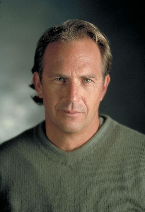 Dr. Joe Darrow (Kevin Costner) ist sich sicher, dass seine verstorbene Ehefrau Kontakt aus dem Jenseits mit ihm aufnehmen möchte ... - Bildquelle: Spyglass Entertainment