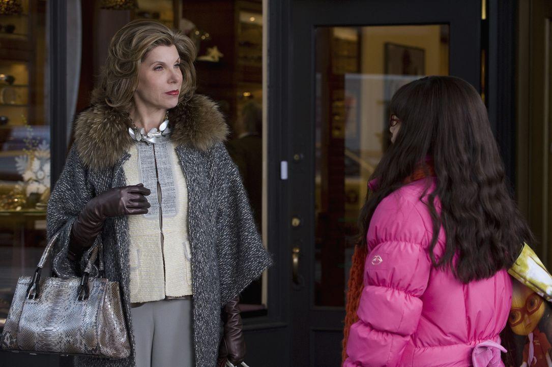 Als Betty (America Ferrera, r.) Matts Mutter kennen lernt, muss sie sogleich feststellen, dass Victoria Hartley (Christine Baranski, l.) kühl, arrog... - Bildquelle: 2008   ABC Studios
