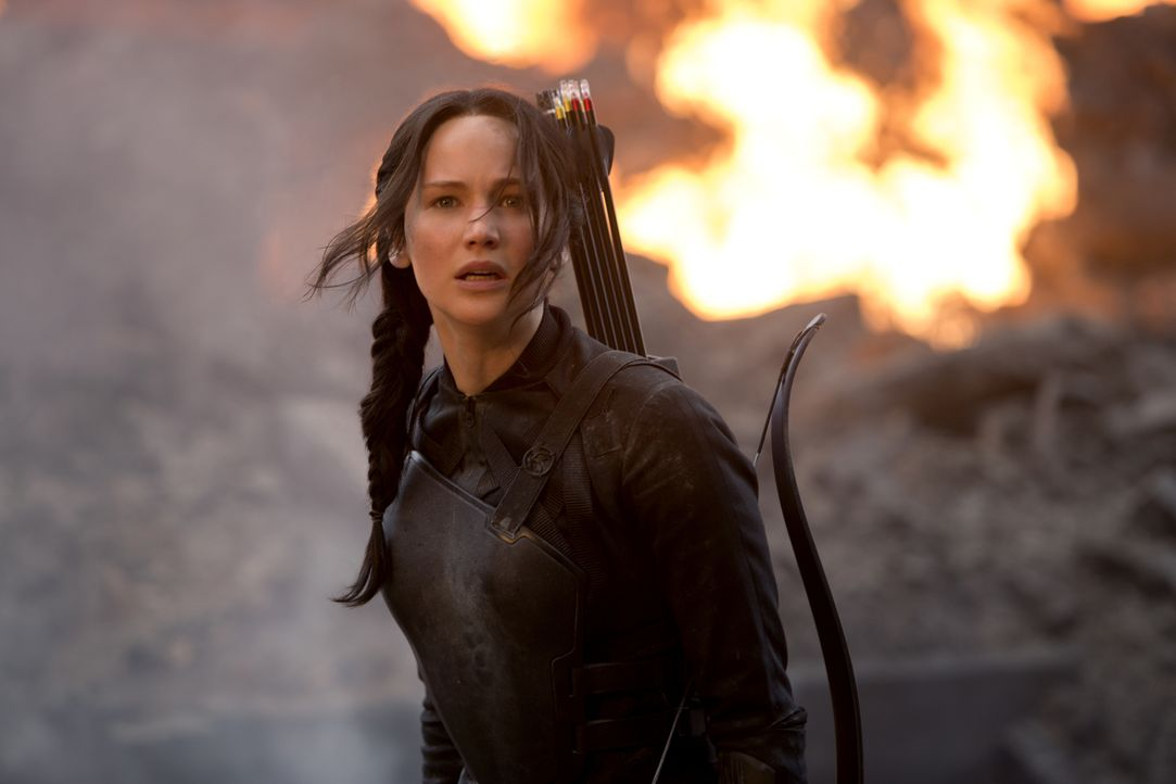 Ein Kampf auf Leben und Tod beginnt: Wird Katniss (Jennifer Lawrence) ihr Leben in den Flammen lassen müssen? - Bildquelle: Murray Close TM &   2014 Lions Gate Entertainment Inc. All rights reserved.