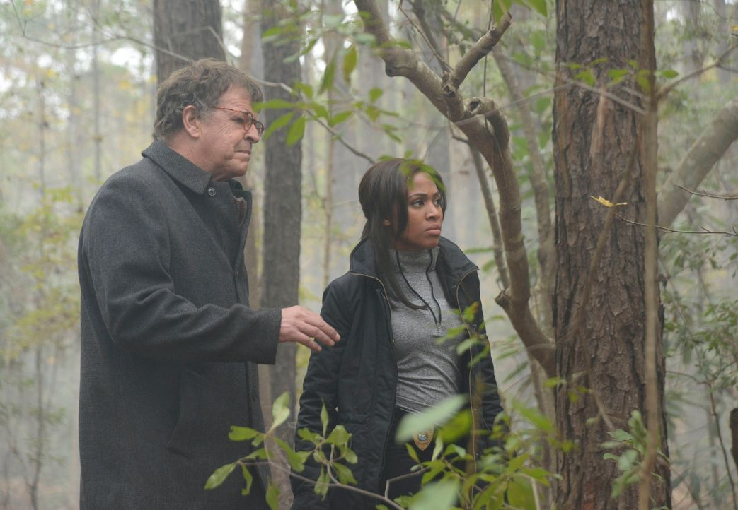 Gemeinsam versuchen sie, ein ganz besonderes Geheimnis zu lüften: Parrish (John Noble, l.) und Abbie (Nicole Beharie, r.) ... - Bildquelle: 2014 Twentieth Century Fox Film Corporation. All rights reserved.