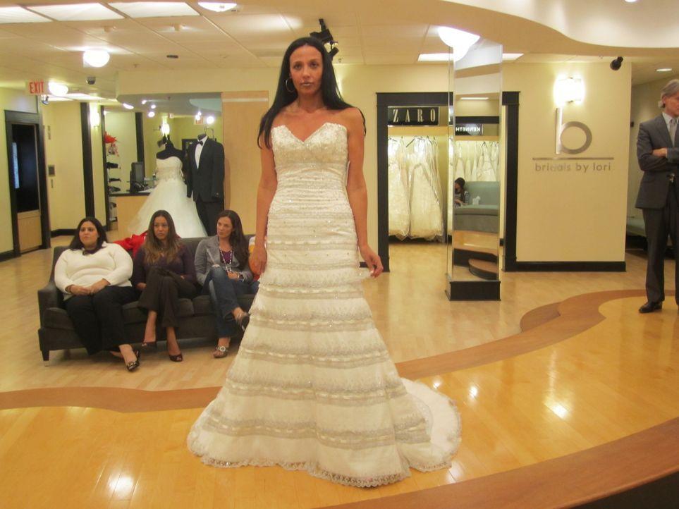 Maranda feiert die ungewöhnlichste Hochzeit, von dem das Personal im Brautladen je gehört hat: Sie begegnet ihrem vermeintlichen Traumprinzen erst a... - Bildquelle: Shine International