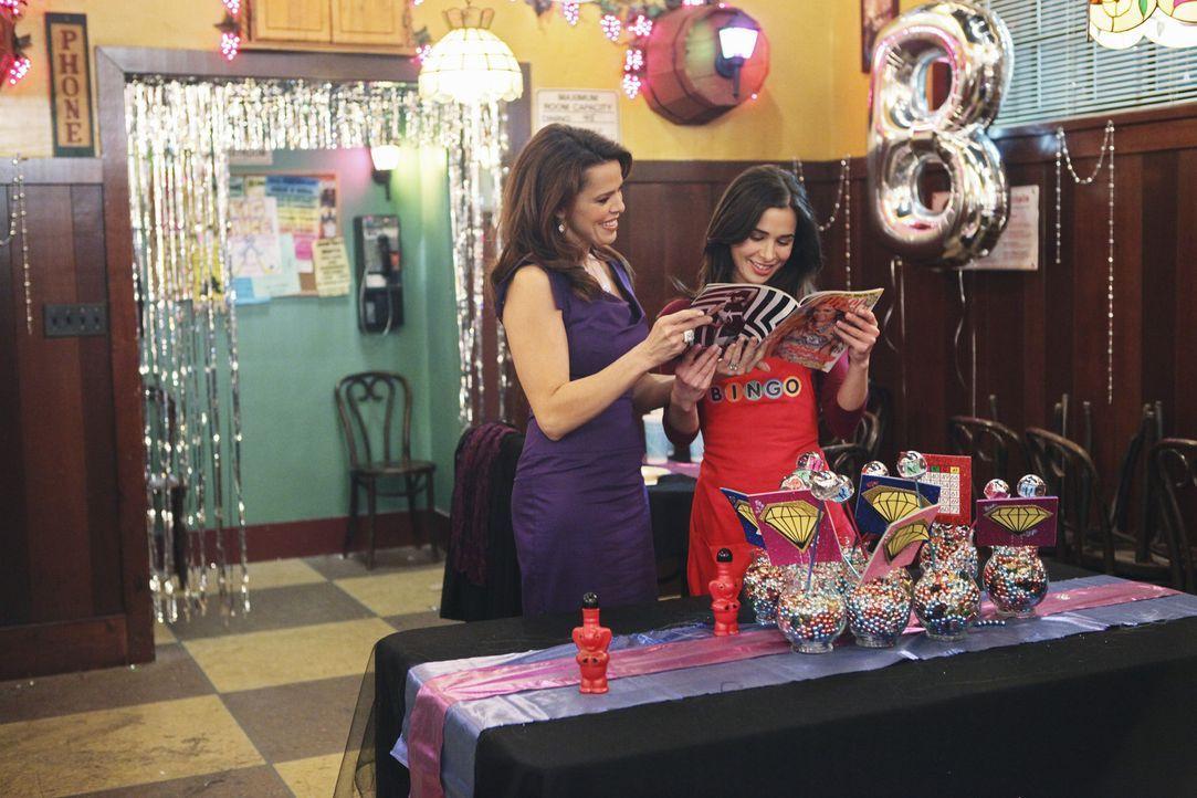 Wieder vereint: Kaylie (Josie Loren, r.) hat sich wieder mit ihrer Mutter Ronnie (Rosa Blasi, l.) versöhnt ... - Bildquelle: 2010 Disney Enterprises, Inc. All rights reserved.