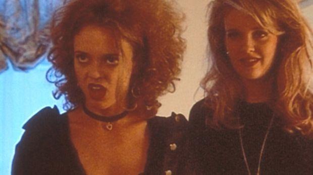 Die beiden Freundinnen Terri Roberts (Lisa Robin Kelly, l.) und Margi Kleinja...