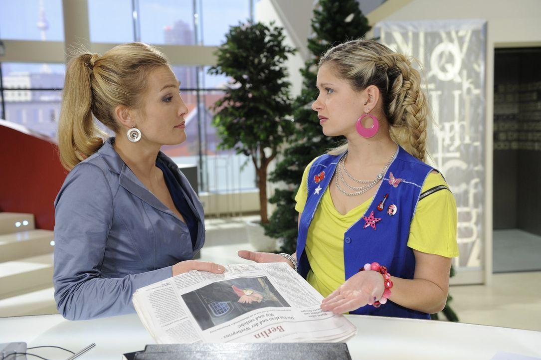 Mia (Josephine Schmidt, r.) kann nicht glauben, was Annett (Tanja Wenzel, l.) in der Tageszeitung entdeckt hat ... - Bildquelle: SAT.1