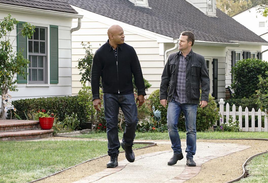 Callen (Chris O'Donnell, r.) und Sam (LL Cool J, l.)  machen sich auf den Weg, um mehr über das verschwundene Napalm zu erfahren, doch eine massive... - Bildquelle: Bill Inoshita 2017 CBS Broadcasting, Inc. All Rights Reserved