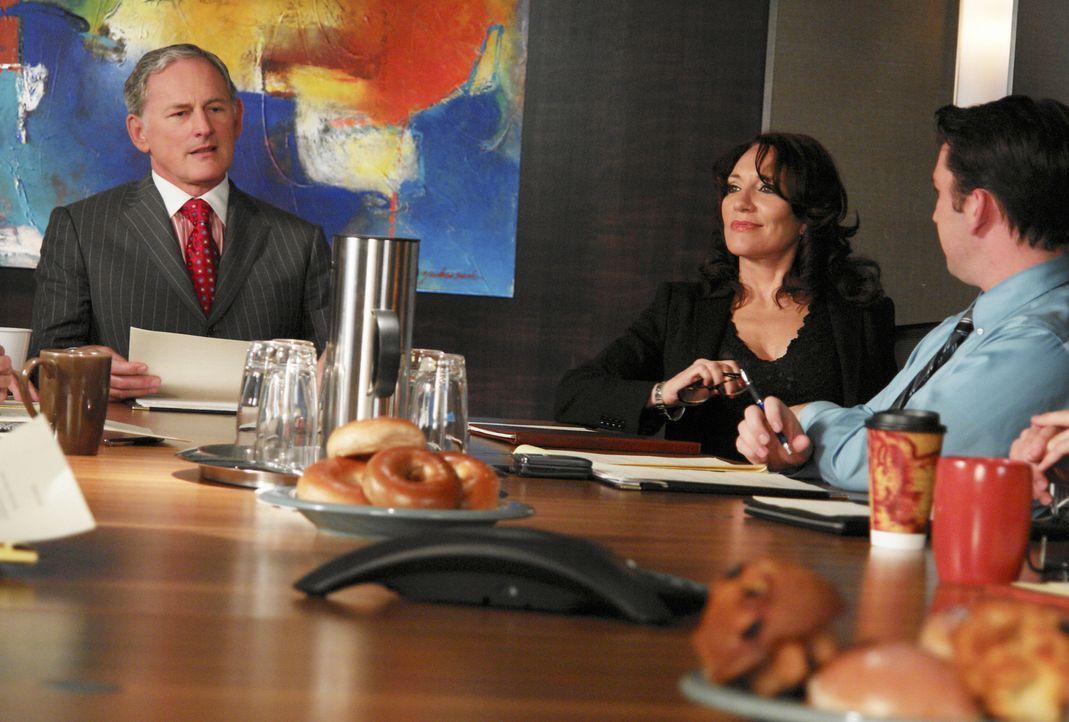 Jordan (Victor Garber, l.) droht seine Stellung zu verlieren, denn seine Partnerin Marci Klein (Katey Sagal, M.) ist in der Stadt und hat keine freu... - Bildquelle: Disney - ABC International Television