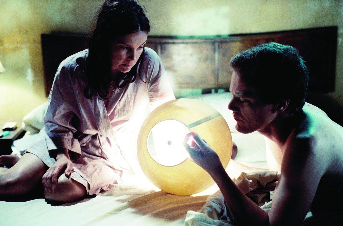 Wahn oder Wirklichkeit - das ist die Frage: Zunächst ist Agnes (Ashley Judd, l.) ziemlich angetan von ihrer neuen Bekanntschaft Peter (Michael Shan...