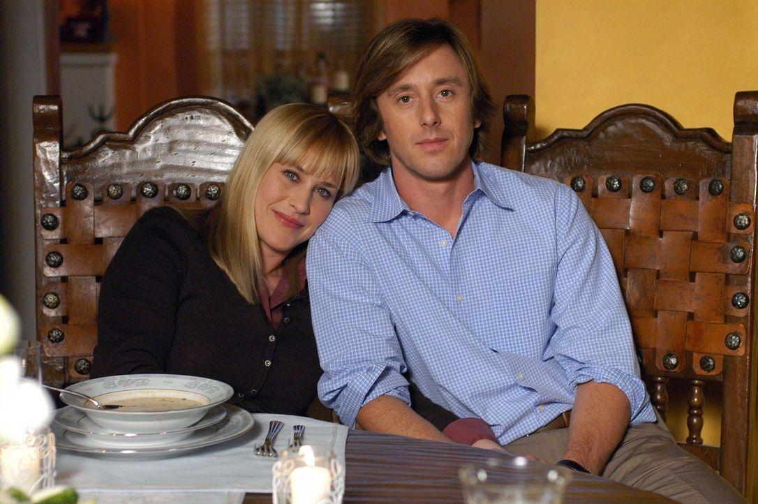 Ein glückliches Paar: Allison (Patricia Arquette, l.) und Joe (Jake Weber, r.) - Bildquelle: Paramount Network Television