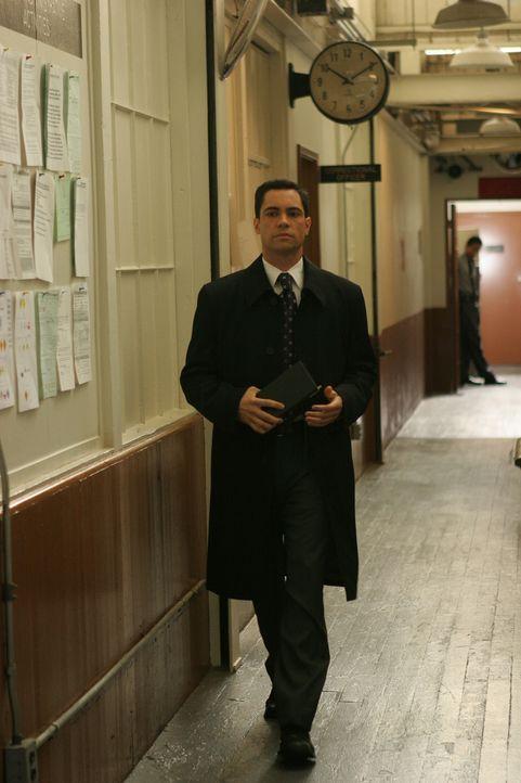 Ist Det. Scott Valens (Danny Pino) auf der richtigen Spur? - Bildquelle: Warner Bros. Television