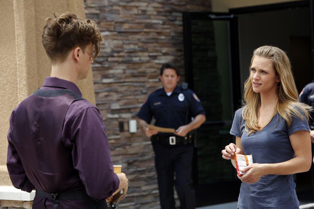 Ein neuer Fall führt Reid (Matthew Gray Gubler, l.), JJ (AJ Cook, r.) und das restliche Team nach Arizona, wo ein Killer junge Frauen entführt... - Bildquelle: ABC Studios